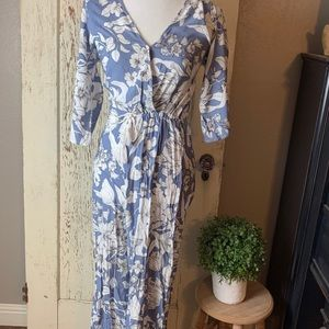 Jaase jumpsuit with flared bottom. Blue and white